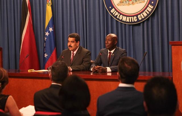 Nicolás Maduro y Keith Rowley durante su rueda de prensa de ayer en el Diplomatic Centre de Puerto España / AVN