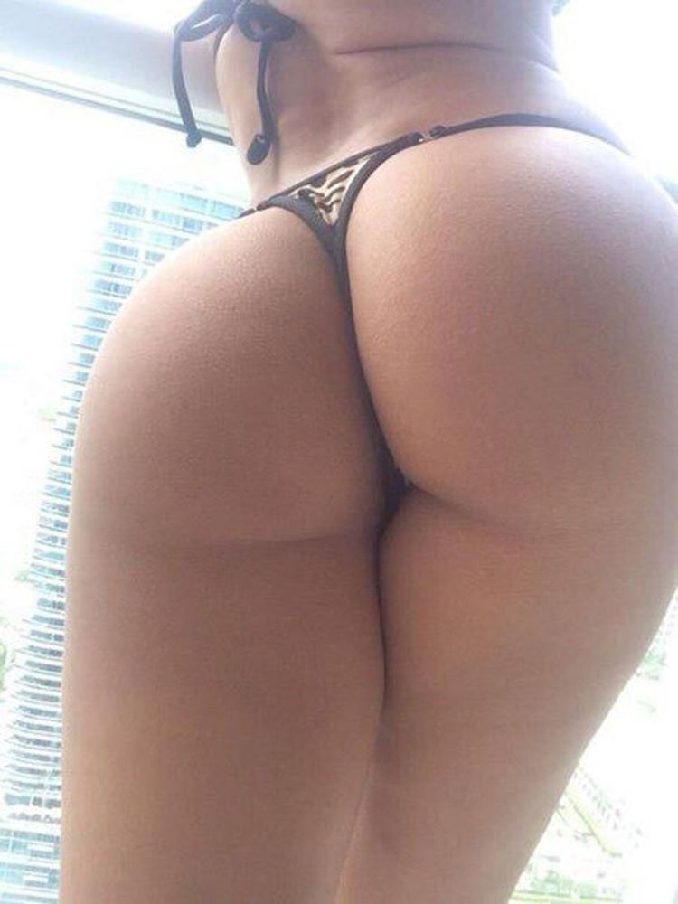 girls with big naked butts