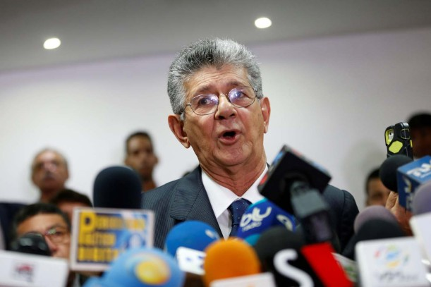 Henry Ramos Allup, President of the National Assembly and deputy of the Venezuelan coalition of opposition parties (MUD), talks to the media during a news conference in Caracas, Venezuela May 31, 2016. REUTERS/Carlos Garcia Rawlins