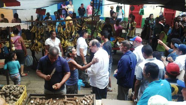 Jorge Carvajal recibió el respaldo y el afecto de la gente de El Callao