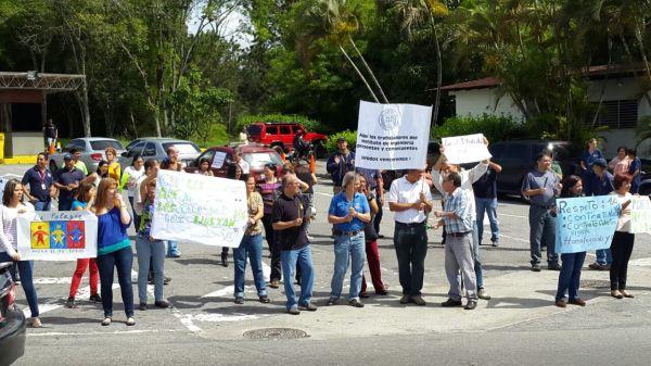 Trabajadores Fundación Instituto de Ingeniería protesta (1)