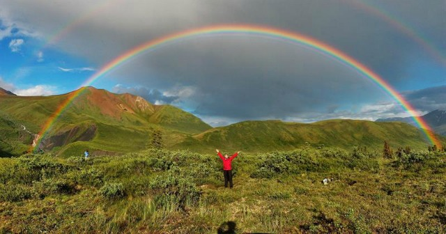 """Fotografía faciltada por el Departamento de Óptica de la Universidad de Granada de la imagen de un doble arco iris en Alaska que se analizará en el 12 Congreso Internacional """"Light and Color in Nature"""", que se celebra desde hoy y hasta el próximo día 3 en Granada. EFE"""