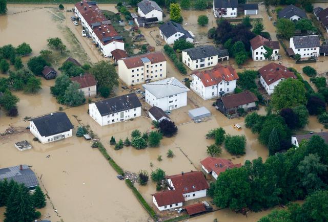 Una vista aérea de los daños por inundaciones en la localidad bávara de Simbach am Inn al este de Munich, Alemania, 2 de junio de 2016. REUTERS / Michaela Rehle
