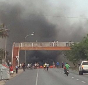 Vecinos de Villa Rosa protestan por escasez de alimentos en Margarita