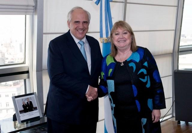 La canciller Susana Malcorra recibió el 7 de abril de 2016 en su despacho al Secretario General de la UNASUR, Ernesto Samper / foto: Roberto Daniel Garagiola