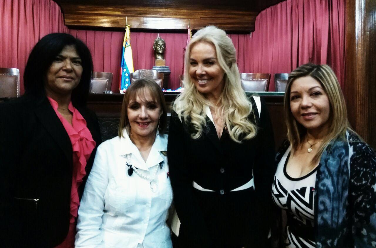 Yvett Lugo (Pdte Colg), Magistrada TSJ Dra.Marisela Godoy, Dra. Diana D'Agostino y la Secretaria del Tribunal Disciplinario del Ilustre Colegio de Abogados Elenis Rodríguez Martínez