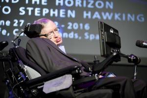"""El temor de Stephen Hawking: """"Superhumanos"""" capaces de manipular su propio ADN"""