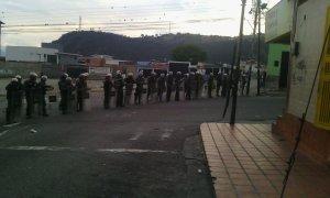 GNB reprimió brutalmente a manifestantes que reclamaban comida en Ejido (Fotos)