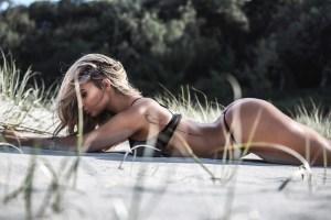 Se ve durita y debe estarlo… Rosanna vuelve a la playa en ropa íntima (UFFF)