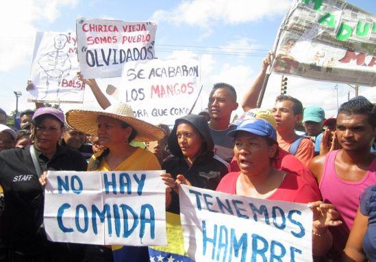 """Las últimas protestas por comida han sido reprimidas por la GN, que se apoya en colectivos motorizados para """"garantizar la paz"""", cercenando el derecho ciudadano de reclamar mayor abastecimiento de comida"""