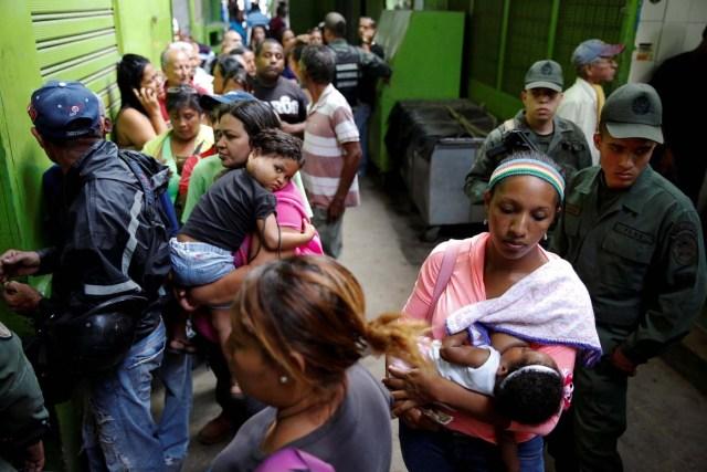 2016-07-15T195248Z_503918665_D1BETPTVNCAA_RTRMADP_3_VENEZUELA-FOOD