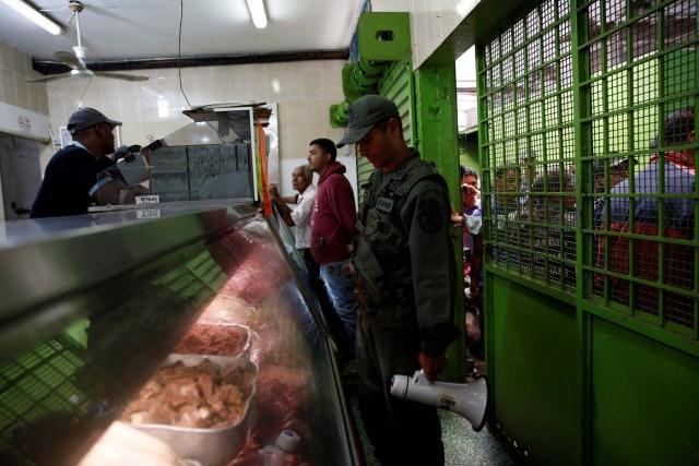 2016-07-15T200400Z_375203945_S1AETPTWMYAB_RTRMADP_3_VENEZUELA-FOOD