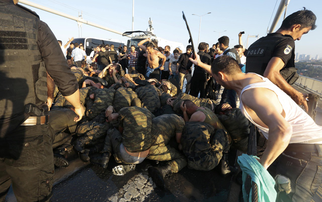 Surrendered Turkish soldiers who were involved in the coup are beaten by civilians on Bosphorus bridge in Istanbul, Turkey, July 16, 2016. REUTERS/Stringer EDITORIAL USE ONLY. NO RESALES. NO ARCHIVES.
