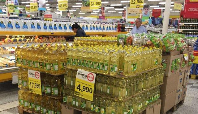 Aceite, huevos y leche, productos apetecidos por los venezolanos, se encuentran en promoción