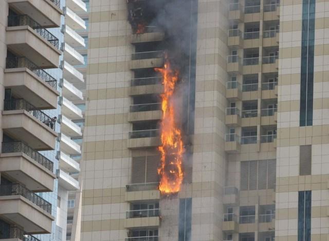 2016-07-20T124725Z_1979722186_S1AETQQYUVAB_RTRMADP_3_EMIRATES-FIRE