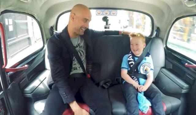Pep Guardiola y el niño Braydon Bent. Foto: Manchester City