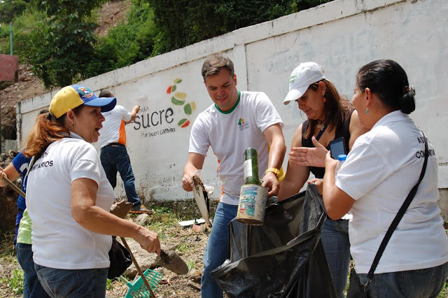 Juan con Palo Verde Activo botando basura en Palo Verde
