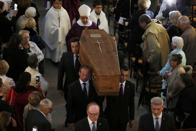 Pallbearers carry the coffin of slain French parish priest Father Jacques Hamel after a funeral ceremony at the Cathedral in Rouen, France, August 2, 2016.  Father Jacques Hamel was killed last week in an attack on a church at Saint-Etienne-du-Rouvray near Rouen that was carried out by assailants linked to Islamic State.     REUTERS/Charly Triballeau/Pool