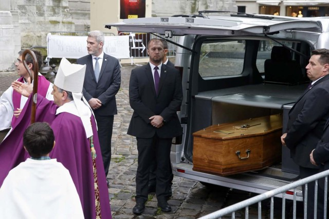 Archbishop of Rouen and Primate of Normandy Mgr Dominique Lebrun (L) gestures as he stands near the hearse carrying the coffin of slain French parish priest Father Jacques Hamel after a funeral ceremony at the Cathedral in Rouen, France, August 2, 2016.  Father Jacques Hamel was killed last week in an attack on a church at Saint-Etienne-du-Rouvray near Rouen that was carried out by assailants linked to Islamic State.     REUTERS/Jacky Naegelen
