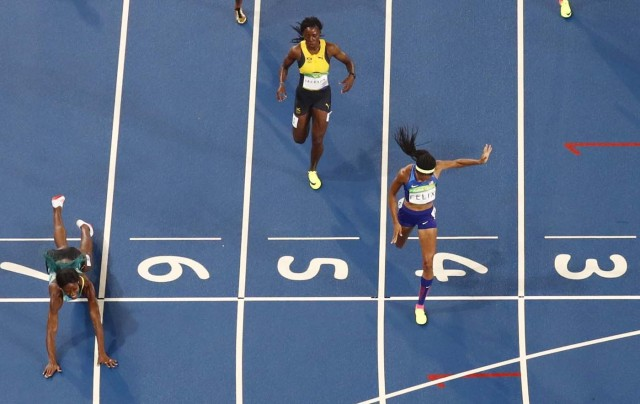 2016 Rio Olympics - Athletics - Final - Women's 400m Final - Olympic Stadium - Rio de Janeiro, Brazil - 15/08/2016. Shaunae Miller (BAH) of Bahamas throws herself across the finish line to win the gold. REUTERS/Pawel Kopczynski FOR EDITORIAL USE ONLY. NOT FOR SALE FOR MARKETING OR ADVERTISING CAMPAIGNS.