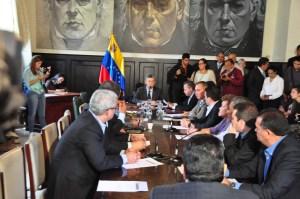 MUD estudia llevar caso de Villa Rosa a la Asamblea Nacional