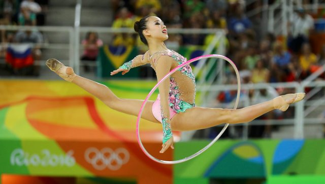 2016 Rio Olympics - Rhythmic Gymnastics - Preliminary - Individual All-Around Qualification - Rotation 2 - Rio Olympic Arena - Rio de Janeiro, Brazil - 19/08/2016. Son Yeon-Jae (KOR) of South Korea competes using the hoop. REUTERS/Mike Blake FOR EDITORIAL USE ONLY. NOT FOR SALE FOR MARKETING OR ADVERTISING CAMPAIGNS.