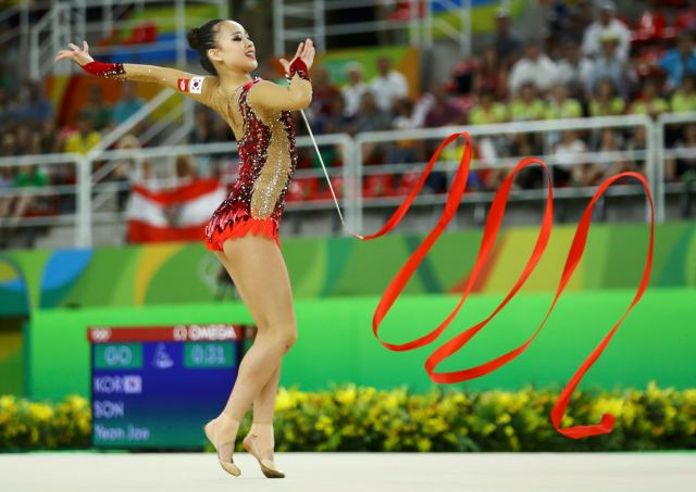 2016 Rio Olympics - Rhythmic Gymnastics - Preliminary - Individual All-Around Qualification - Rotation 3 - Rio Olympic Arena - Rio de Janeiro, Brazil - 19/08/2016. Son Yeon-Jae (KOR) of South Korea competes using the ribbon. REUTERS/Mike Blake FOR EDITORIAL USE ONLY. NOT FOR SALE FOR MARKETING OR ADVERTISING CAMPAIGNS.