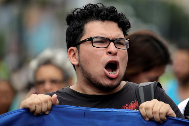 A student demonstrator shouts during a gathering to protest against Venezuelan President Nicolas Maduro's government in Caracas, Venezuela August 24, 2016. REUTERS/Marco Bello