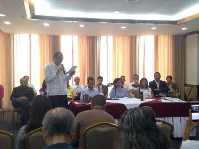 Enrique Ochoa de Foro Cambio Democrático nombrando a las 44 organizaciones que convocan a la Toma de Caracas
