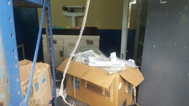 Materno Dr Oswaldo Ismael Brito esconden cajas de medicamentos vencidos (3)