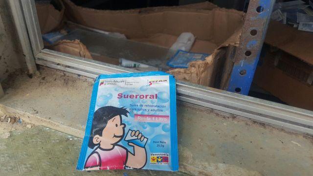 Materno Dr Oswaldo Ismael Brito esconden cajas de medicamentos vencidos (4)