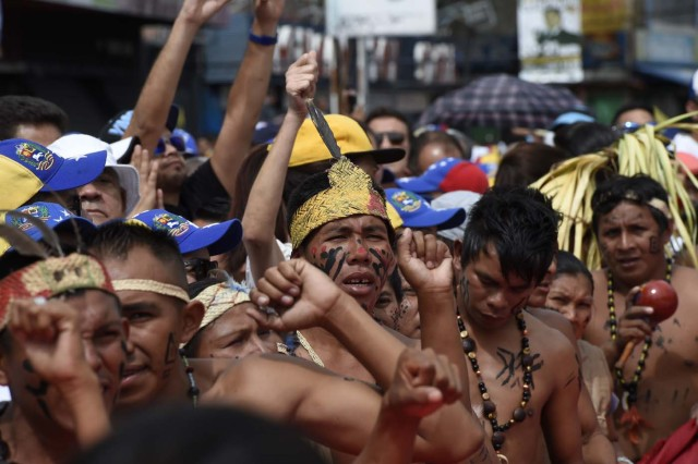 Venezuelan indigenous people prepare to take part in an opposition march in Caracas, on September 1, 2016. Venezuela's opposition and government head into a crucial test of strength Thursday with massive marches for and against a referendum to recall President Nicolas Maduro that have raised fears of a violent confrontation. / AFP PHOTO / Federico PARRA