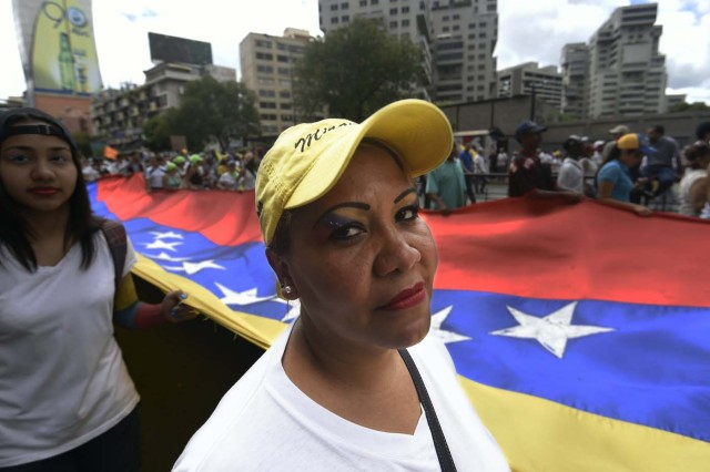 Opposition activists march in Caracas, on September 1, 2016. Venezuela's opposition and government head into a crucial test of strength Thursday with massive marches for and against a referendum to recall President Nicolas Maduro that have raised fears of a violent confrontation. / AFP PHOTO / JUAN BARRETO