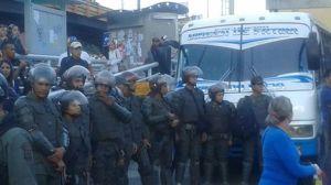 GNB impide paso de autobuses en Los Salias con dirección a Caracas