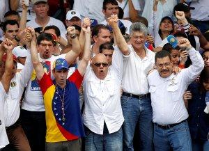 Capriles sobre cacerolazo en Villa Rosa, Margarita: Maduro, la gente te aborrece