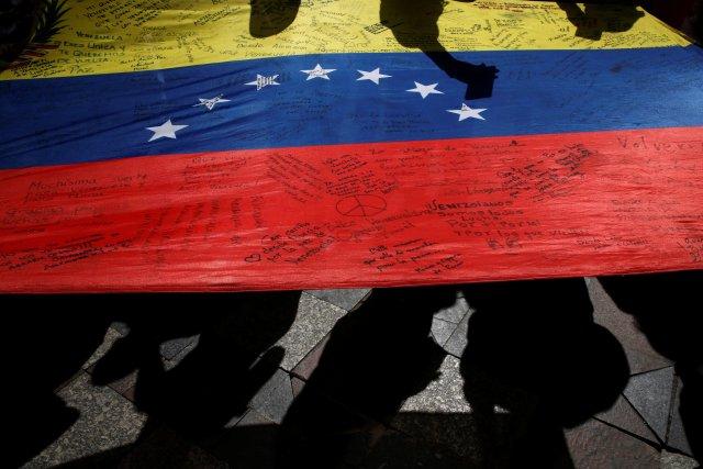 Protesters carry a Venezuelan flag during a demonstration to demand a referendum to remove Venezuela's President Nicolas Maduro, in Madrid, Spain, September 4, 2016. REUTERS/Susana Vera