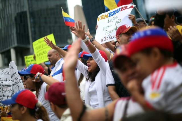 Venezuelans living in Mexico take part in a protest to demand a referendum to remove Venezuela's President Nicolas Maduro at Angel de la Independencia monument in Mexico City