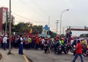 Colectivos trancan la entrada de Villa Rosa para impedir que vuelvan a tocar cacerolas
