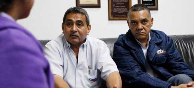 MARACAIBO VENEZUELA 02/09/2014 ECONOMIA TRABAJADORES DE SINDICATO DE CANTV DENUNCIAN ATROPELLO POR PARTE DE SUS JEFES. EN LA FOTO: INTEGRANTES DEL SINDICATO.