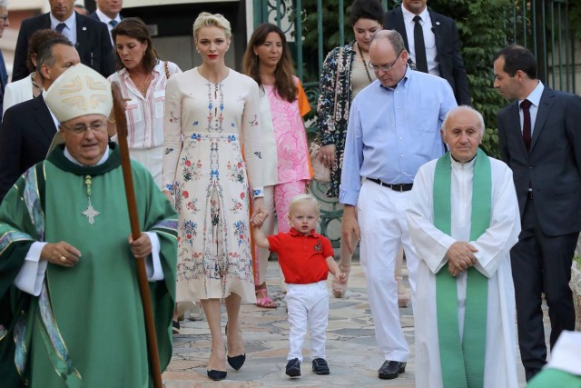 Prince Albert II and his wife Princess Charlene of Monaco arrive with Prince Jacques, to take part in the traditional Monaco's picnic in Monaco, September 10, 2016. REUTERS/Valery Hache/Pool