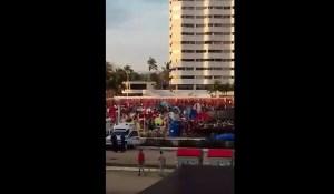 Así despiertan a chavistas de campamento ñángara para que sigan fingiendo que Maduro tiene pueblo (Video)