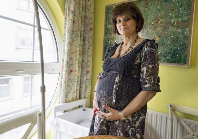 La médica lucense Lina Álvarez, embarazada de su tercer hijo a los 62 años. EFE