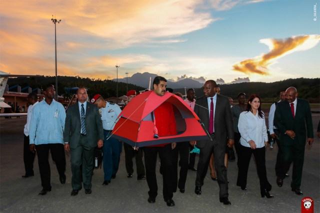 NICOLçS MADURO HACE ENTREGA DE 300 CASAS A DOMINICA PARA PALIAR EFECTOS ERIKA