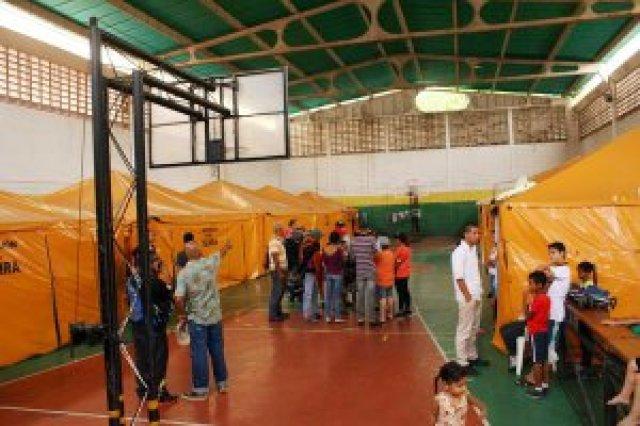 as familias que se encuentran recluidas desde hace cinco años en la cancha deportiva del barrio Leonardo Ruiz Pineda reclaman la asignación de viviendas dignas. (Foto/Gustavo Delgado)