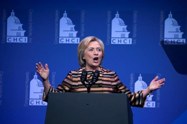 STX42. WASHINGTON (EE.UU.), 15/09/2016.- La candidata a la presidencia de los Estados Unidos Hillary Clinton habla hoy, jueves 15 de septiembre de 2016, durante la gala del Congressional Hispanic Caucus Institute en Washington, DC, (EEUU). EFE