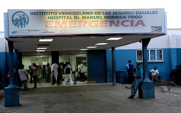 Maracaibo,Venezuela,04/08/2010. Abuso de agentes de Polisur a joven embarazada, al capturar a su esposo en su casa,por supuesto caso de homicidio, sin orden formal de captura. En la foto Hospital Noriega Trigo, lugar donde fue tratada Kelly Gonzalez de 24 anos.