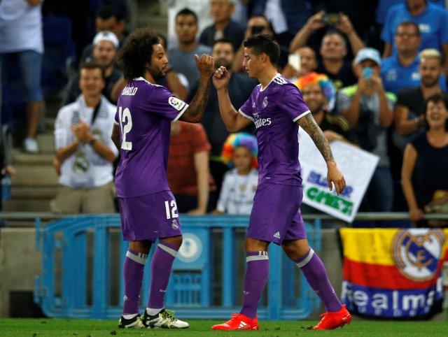 James Rodríguez y Marcelo Vieira celebran un gol anotado al Espanyol. Foto: REUTERS/Albert Gea