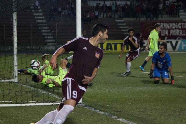 El argentino Tulio Echemaite celebra tras marcar uno de los goles. Foto: AVS Photo Report