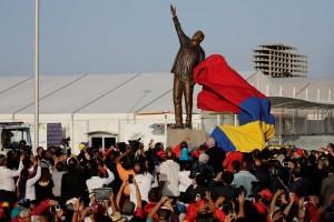 """Mientras el pueblo CLAMA COMIDA, Nicolás inaugura """"monumentos"""" de Chávez (Fotos)"""