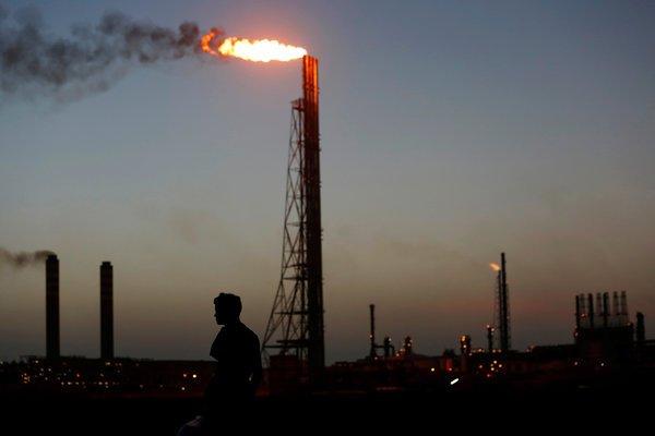 La refinería Cardón, que pertenece a la venezolana PDVSA, la petrolera estatal, en julio en Punto Fijo, Venezuela. CARLOS JASSO / REUTERS